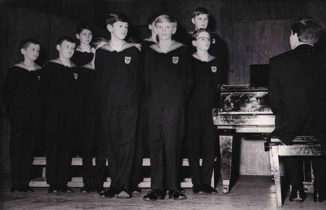 Wiener Sängerknaben (Vienna Choir Boys) mit Arno Argos Raunig