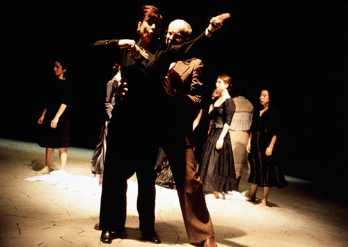 Bernarda Albas Haus, 1999. Arno Argos Raunig, Christina Schönfeld. Photo: Sebastian Hoppe